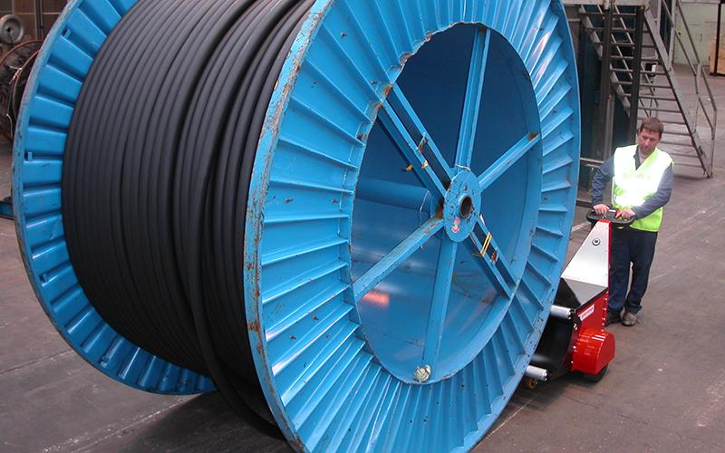 Super Power Pusher empujando 20.000 kg tambor de cable